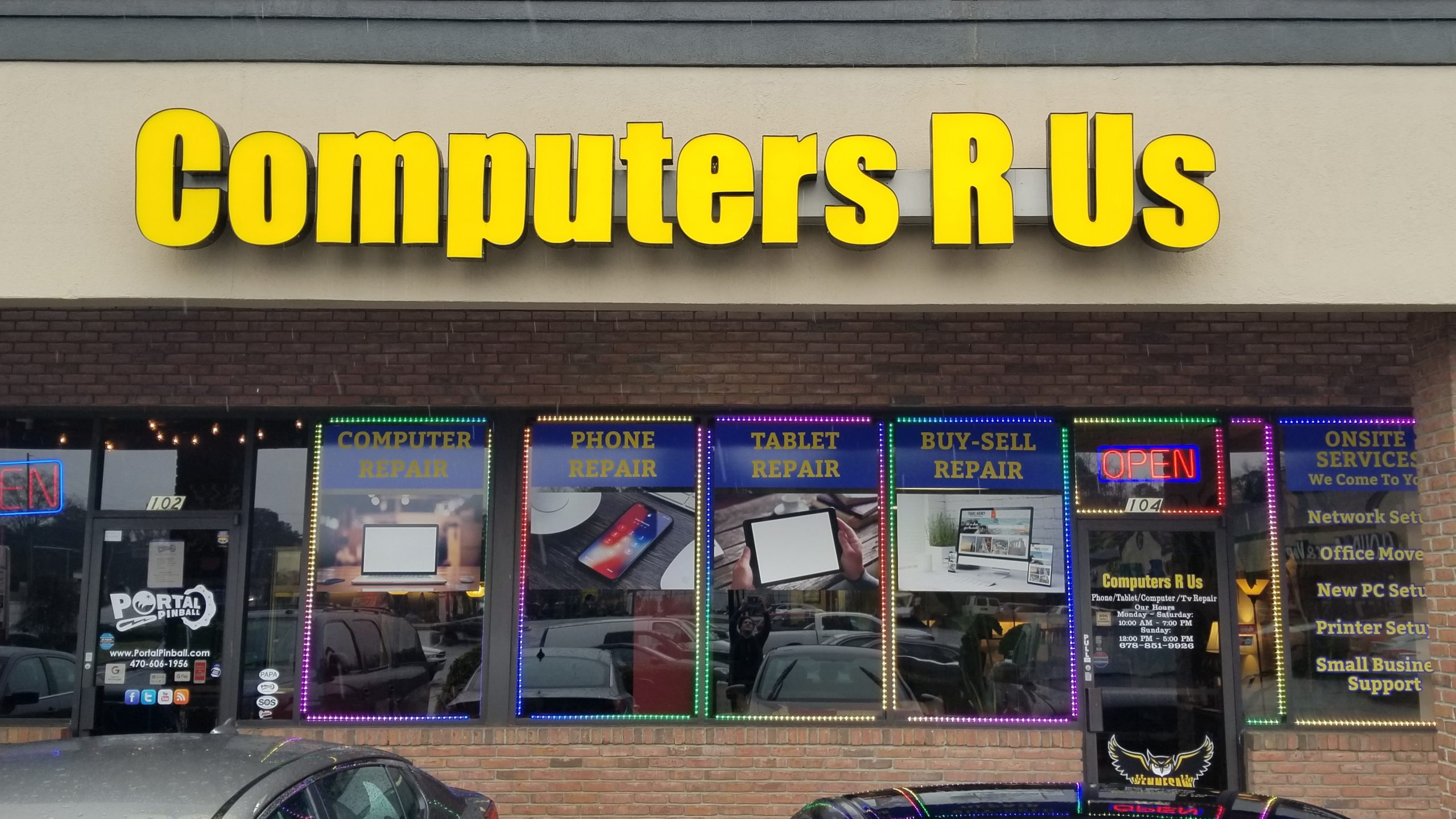 front of Computers R Us shop in Kennesaw, Georgia